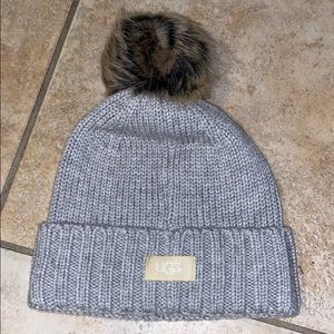 AUTHENTIC UGG fitted Pom Pom Beanie